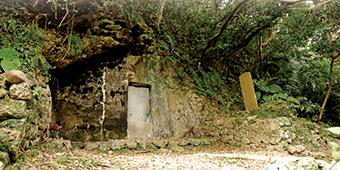 鬼大城の墓