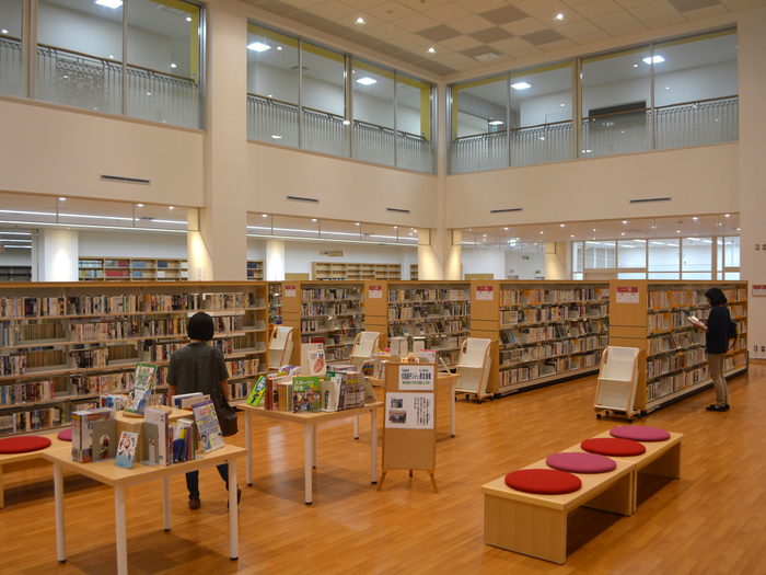 沖縄市立図書館